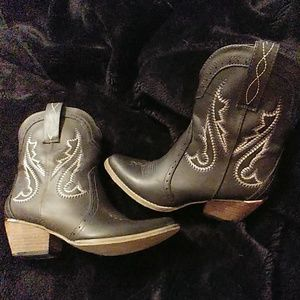 Very Volatile Western Style Boots